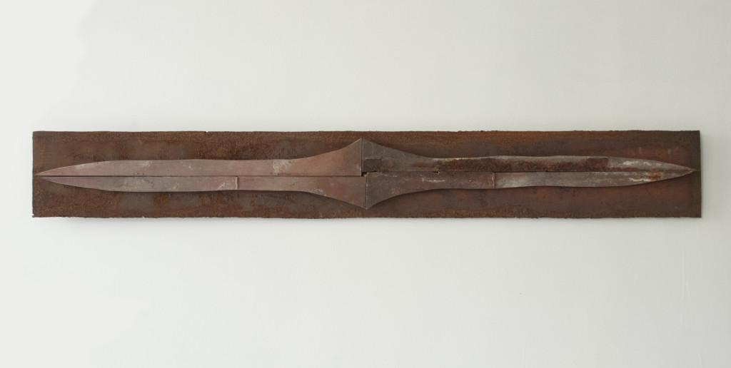 Shiv IV, 2014. Staal, magneten. L 13cm B 100cm