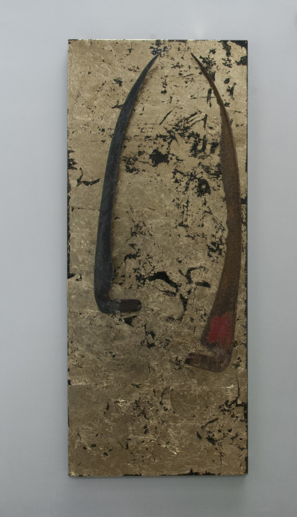 Shiv VII, 2015. staal, magneten, zeisen, slagmetaal, lak. L 98cm B 40cm H 16cm