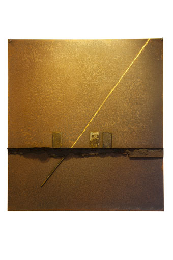 """Supremus I"" 2011. Roestig staal, bladgoud, magneten. L 100cm, B 88cm."