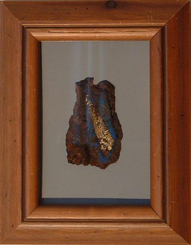 """""""Semiofoor XII"""" (verkocht) 2011. Roestig staal, bladgoud, verf. L 21cm, B 16cm."""