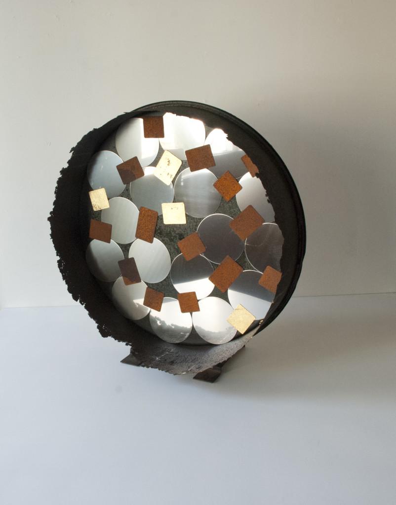 Stratugem IV, 2016. Staal, rvs, bladgoud, magneten. L 65cm B 60cm D 28cm