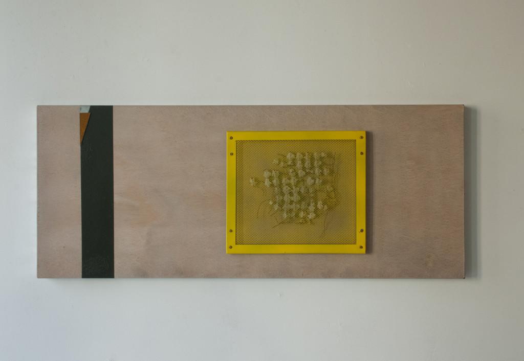 Stratugem IX, 2016. Staal, magneten, betonmat, verf, lak. L 40cm B 97cm D 5cm