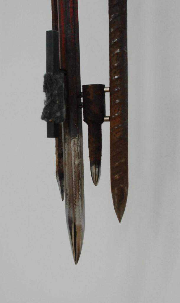 Shiv XXXIII, 2017. Staal, magneten, vilt. L 70cm, B 13cm, D 8cm.